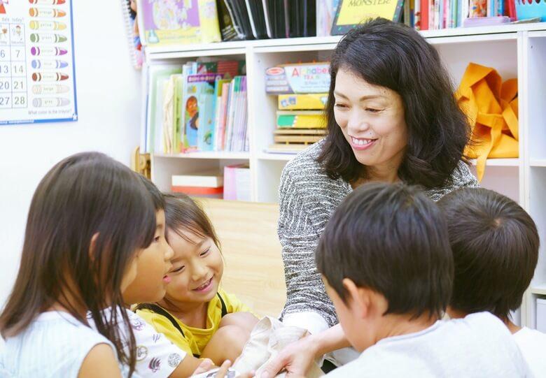 英会話教室「abc shop」の先生と生徒 1